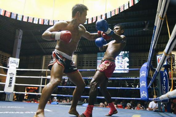 神戸 フィットネス 格闘技 ボクシンググローブ