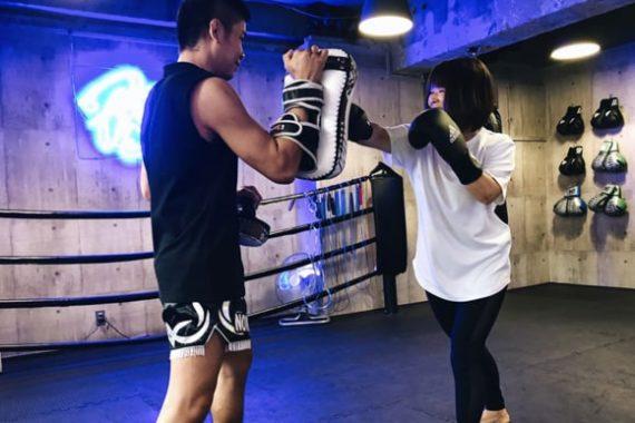 神戸 女性 ボクシング ミット